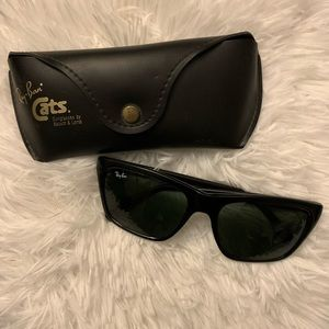 Vintage Ray Ban Cats sunglasses w/ leather case